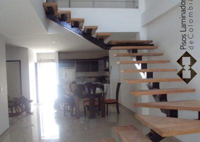 1 escaleras en madera maciza y metal.1