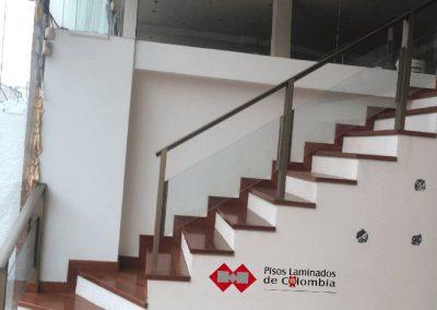 2 escaleras en madera maciza y metal.2