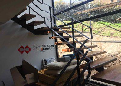 5 escaleras en madera maciza y metal.5
