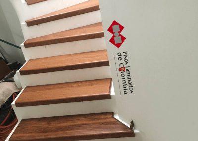 6 escaleras en madera maciza y metal.6