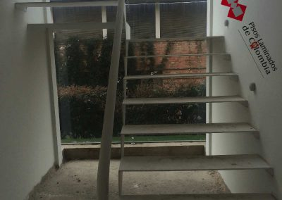 7 escaleras en madera maciza y metal.7