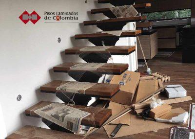 8 escaleras en madera maciza y metal.8